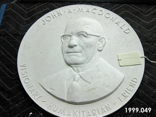 1999.049.jpg