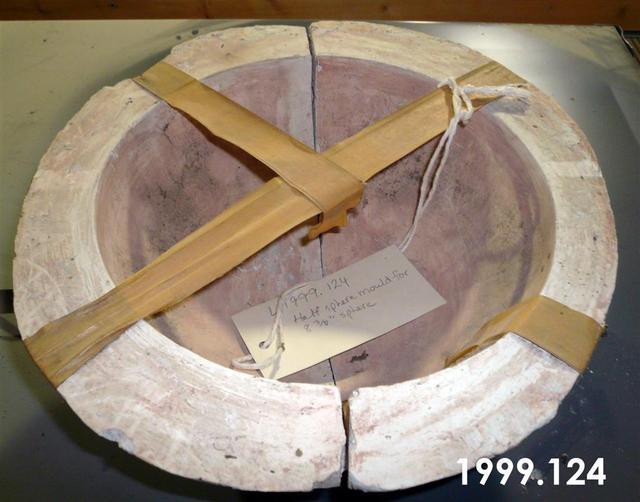 1999.124.jpg