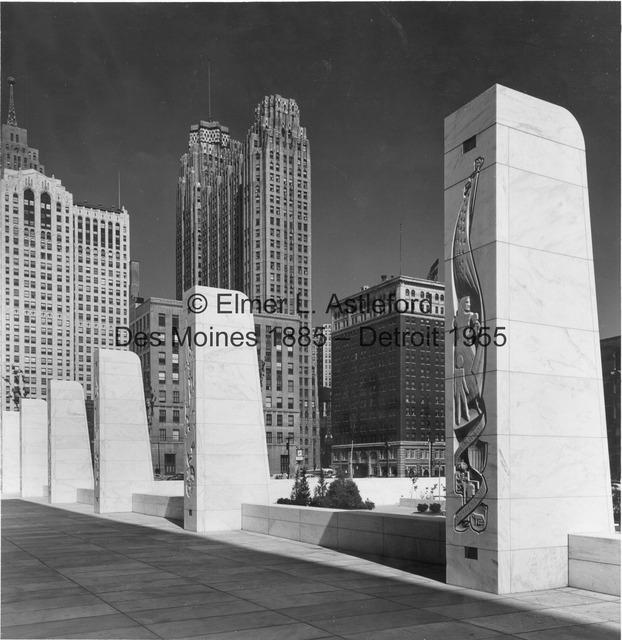Pylons at the Veterans Memorial Building.jpg