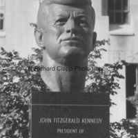 Close-up of the John F. Kennedy Memorial2.jpg