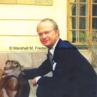 King Carl XVI Gustaf of Sweden poses with The Thinker.jpg