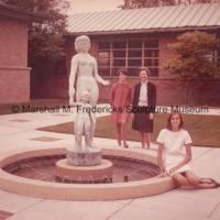 Rosalind, Suzanne (Suki) and Rosalind Fredericks with Two Sisters Fountain.jpg